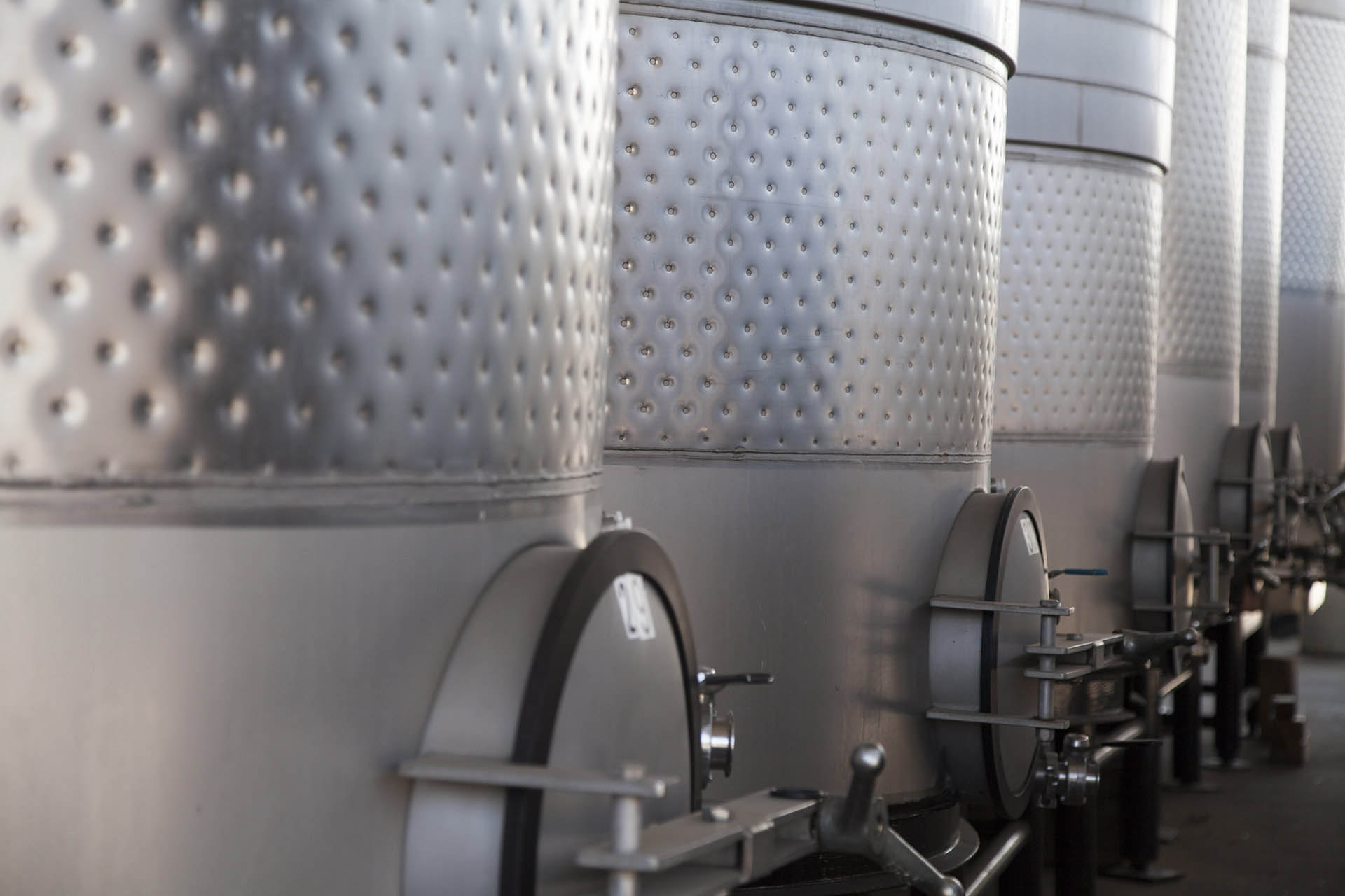 Stainless steel wine tanks / Getty